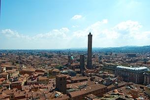 Bologna, alla scoperta della città golosa: cosa vedere con i