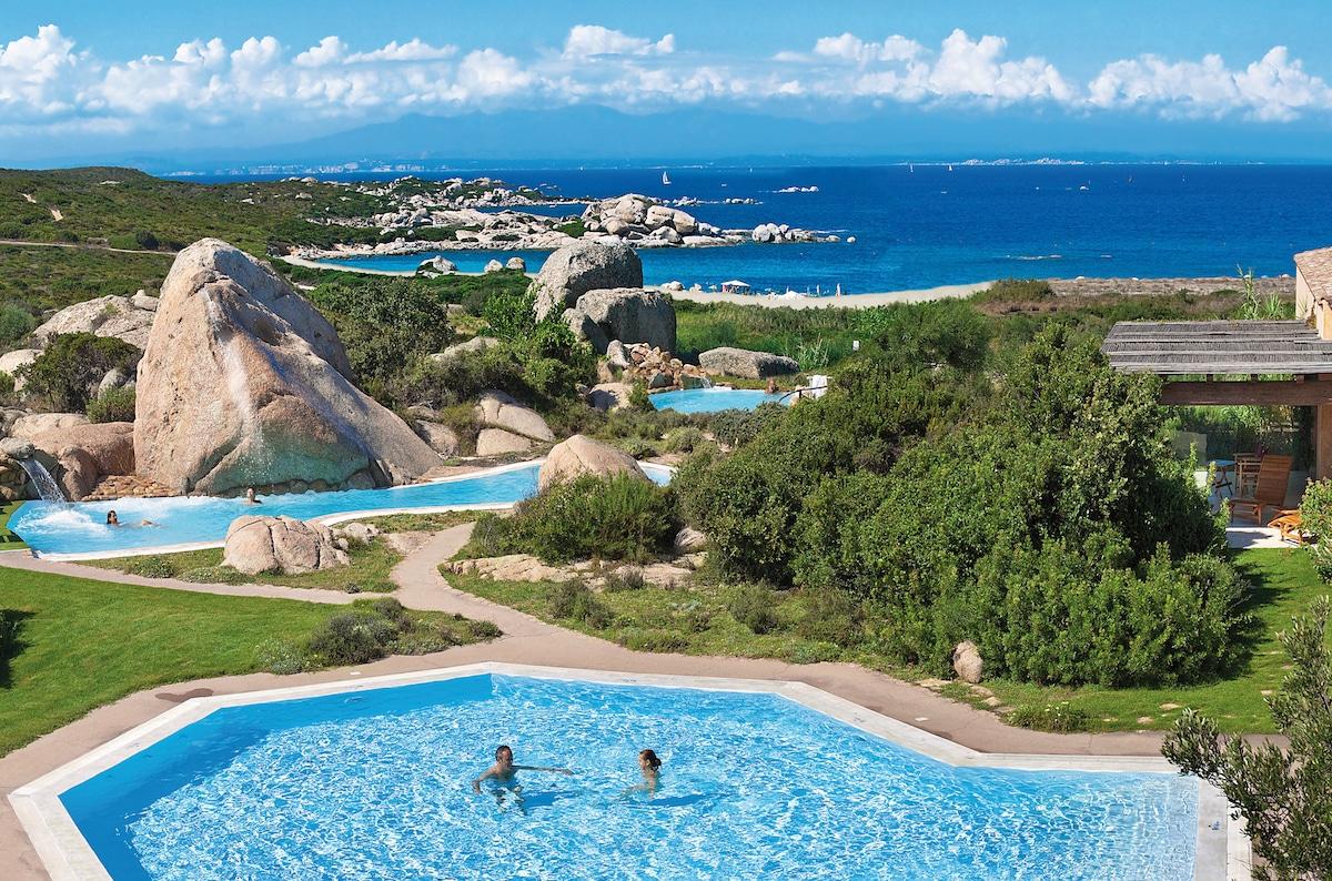 sardegna-resort-valle-dell-erica-benessere_panoramica_piscine