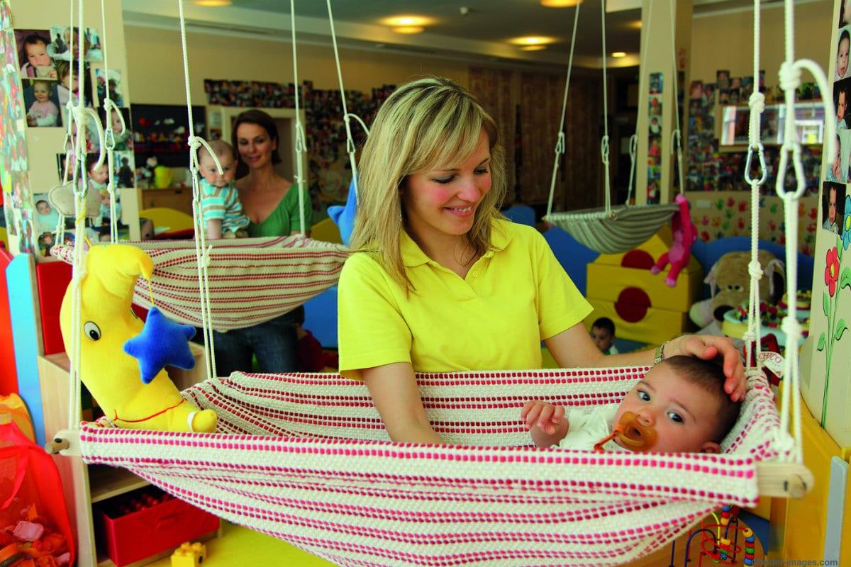 Family hotel in Alto Adige, Cavallino Bianco Family Spa Grand Hotel, assistenza bebè
