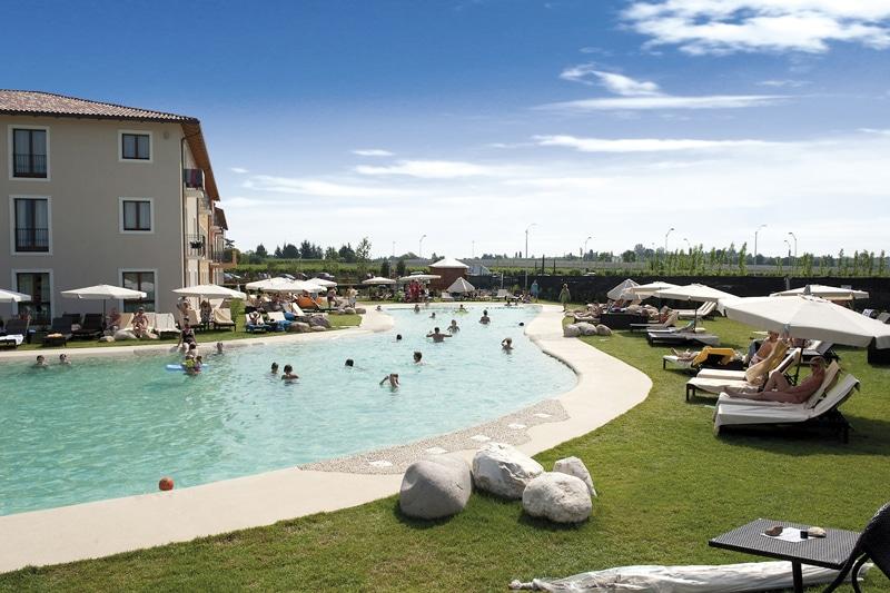 Hotel per bambini sul lago di garda hotel parchi del - Campeggi con piscina lago di garda ...
