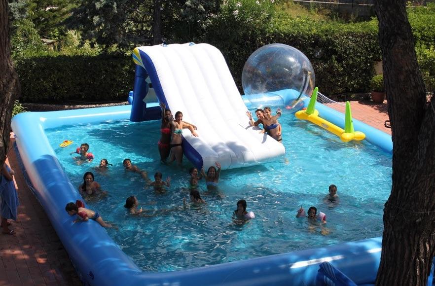 Hotel per bambini a Ischia, Hotel Michelangelo, piscina con giochi d