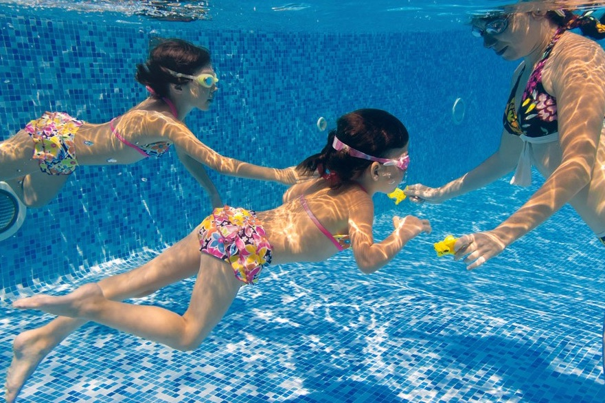 Hotel per bambini a Ischia, Hotel Michelangelo, in piscina