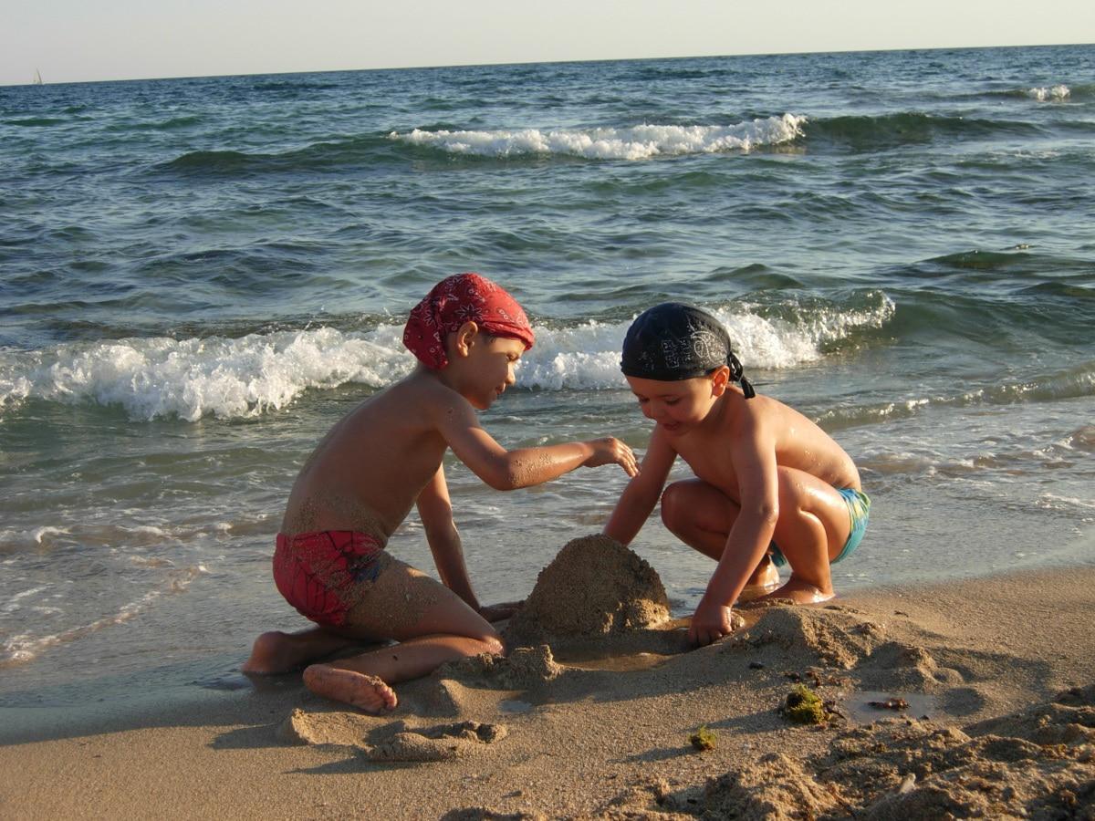 Residence per famiglie nel salento, Residence Solar, bambini in spiaggia