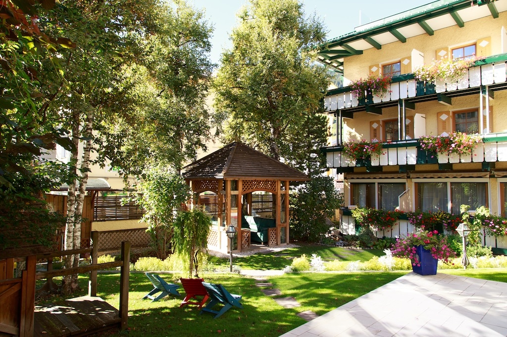 family hotel in val pusteria. Hotel Cavallino Bianco, giardino