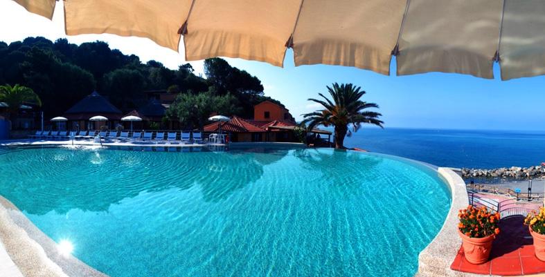 villaggi sul mare nel Cilento, Resort Baia del silenzio, piscina panoramica