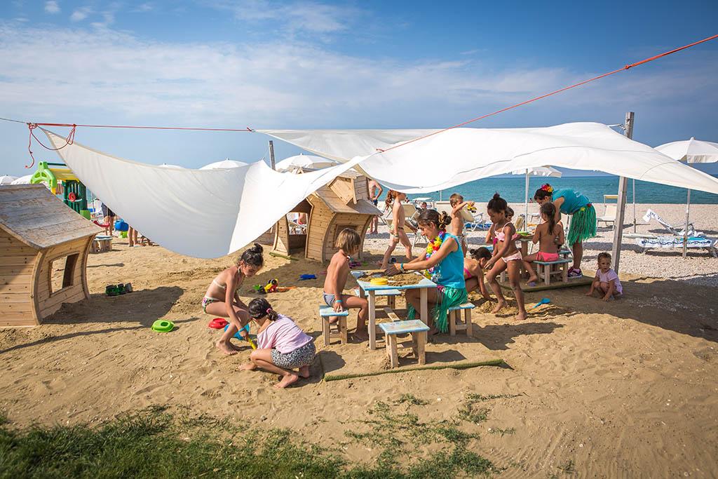 Villaggi nelle Marche: Family Beach Resort Il Girasole, spiaggia