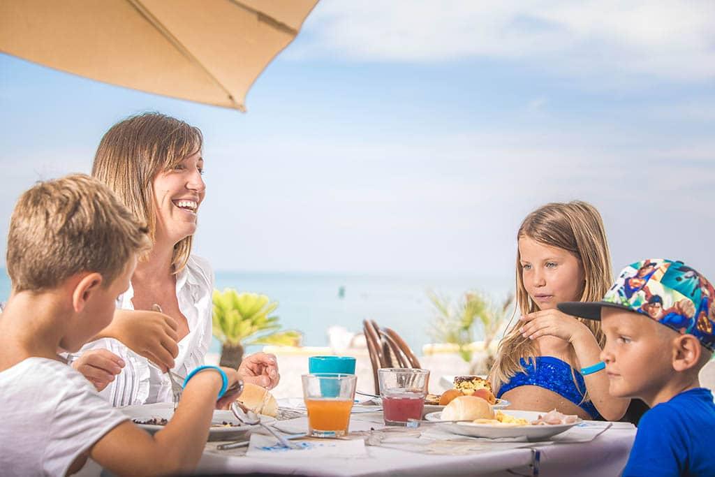 Villaggi nelle Marche: Family Beach Resort Il Girasole, famiglia