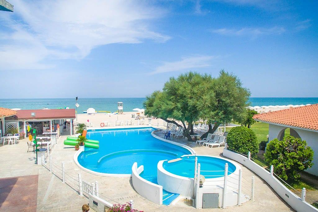 Villaggi nelle Marche: Family Beach Resort Il Girasole, piscina