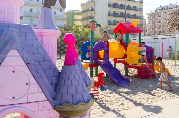 Hotel a Milano Marittima per famiglie, Beach Hotel Apollo, giochi in spiaggia
