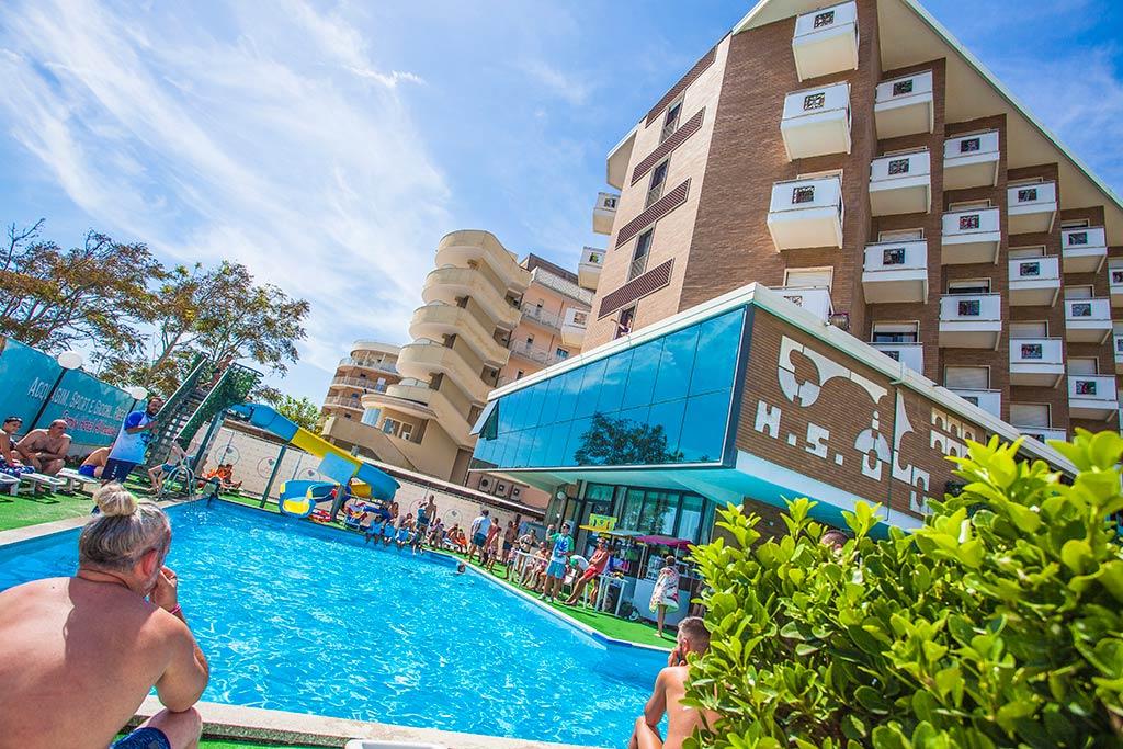 Family hotel milano marittima family hotel savini familygo - Hotel con piscina coperta milano marittima ...