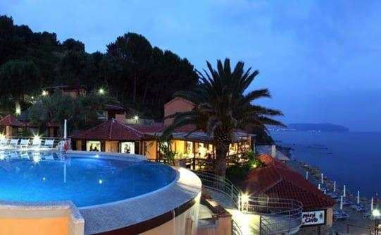 villaggi sul mare nel Cilento, Resort Baia del silenzio, panoramica notturna
