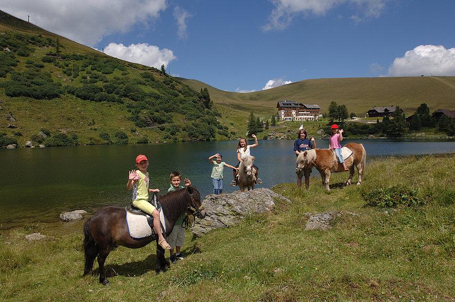 Family hotel in Carinzia: Hotel Heidi a Falkertsee, a cavallo