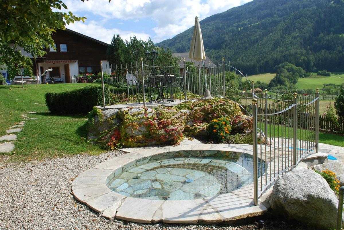 Agriturismo Alto Adige bambini - Residence fattoria Obermoarhof, piscina bambini