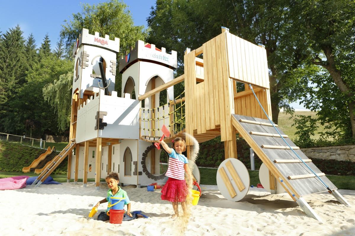 Baby hotel Austria: Baby & KinderHotel a Trebesing, castello giochi