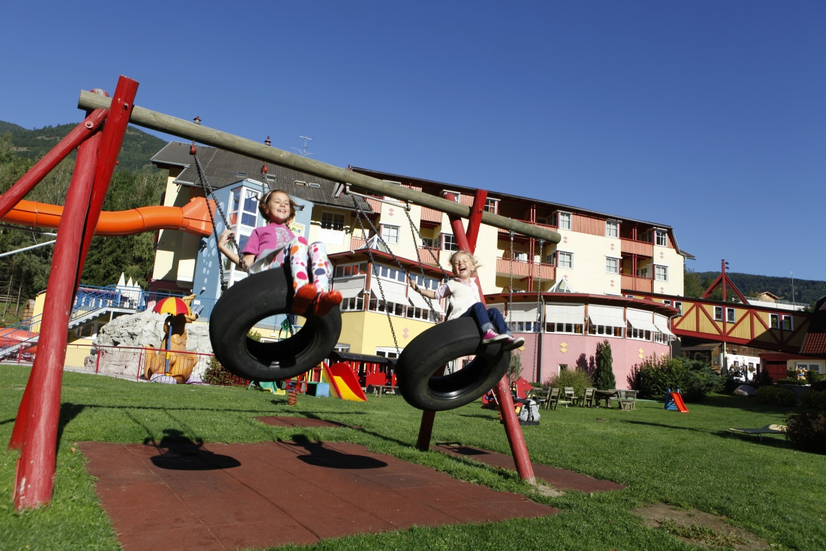 Baby hotel Austria: Baby & KinderHotel a Trebesing, parco giochi