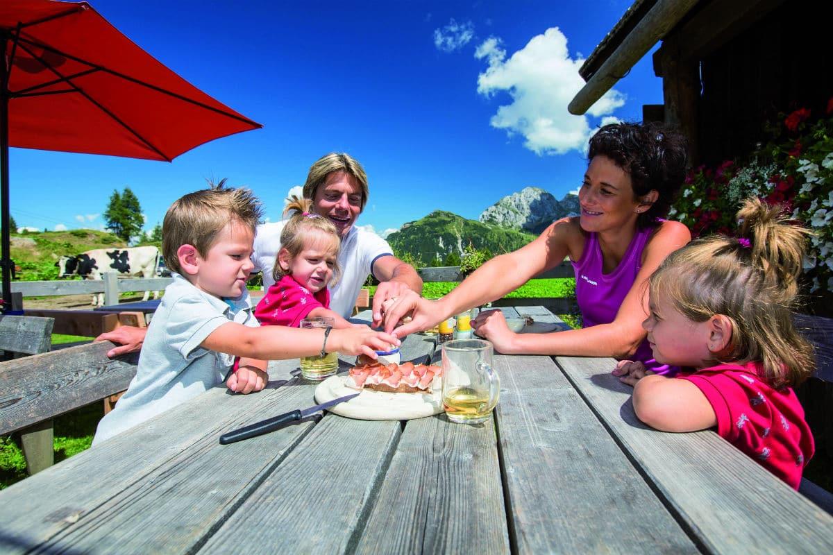 Family Hotel Austria: Hotel Sonnenalpe a Nassfeld in Carinzia, divertimento in famiglia