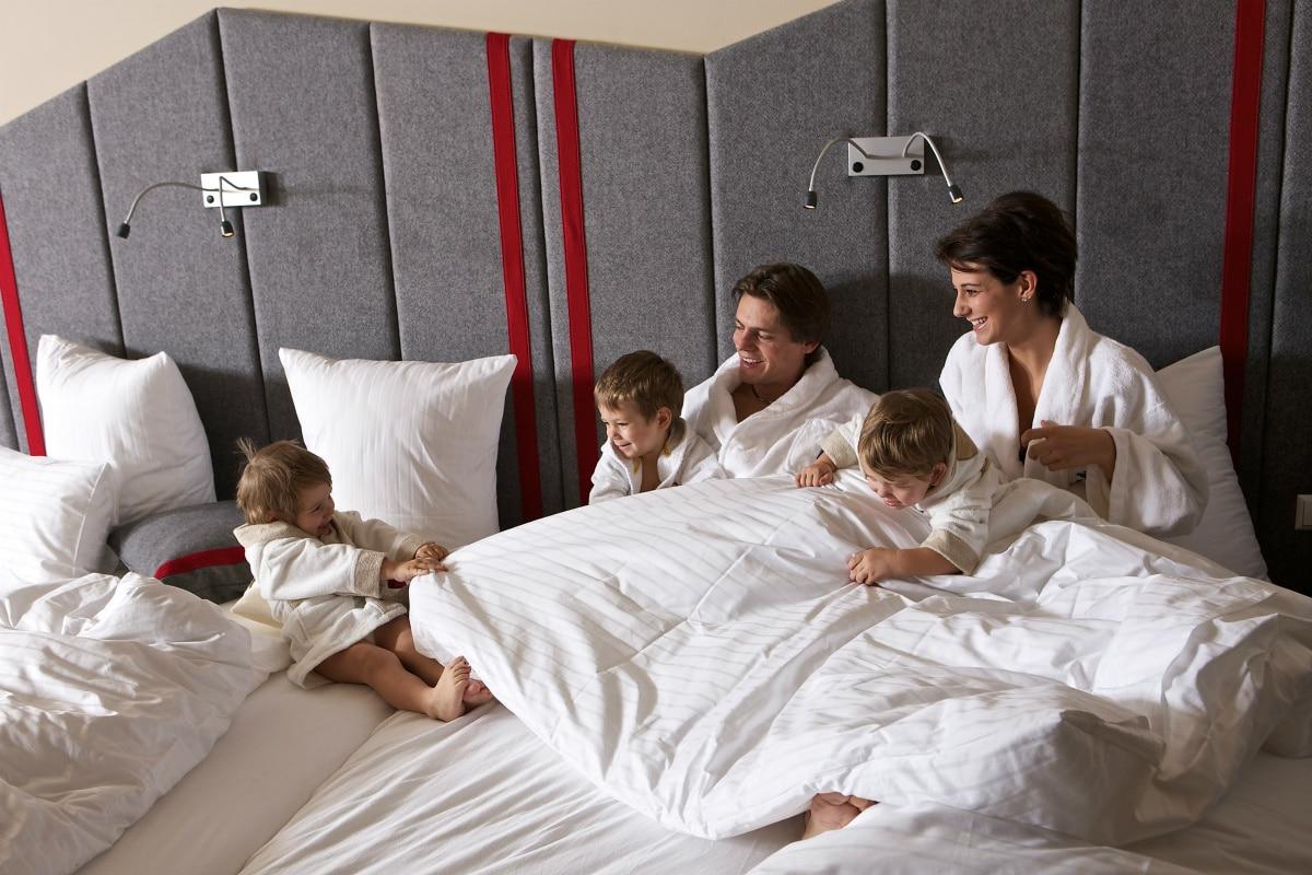 Family Hotel Austria: Hotel Sonnenalpe a Nassfeld in Carinzia, camere family