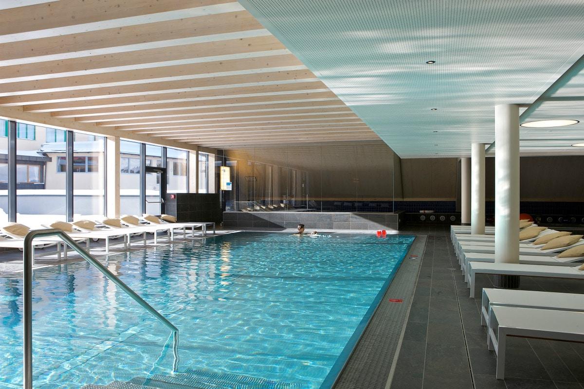 Family Hotel Austria: Hotel Sonnenalpe a Nassfeld in Carinzia, piscina interna