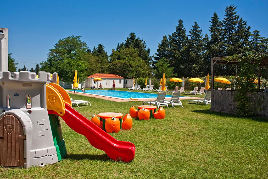 Masserie in Basilicata per famiglie Masseria Macchia, giochi in piscina