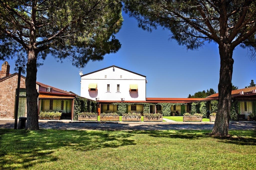 Masserie in Basilicata per famiglie Masseria Macchia, giardino