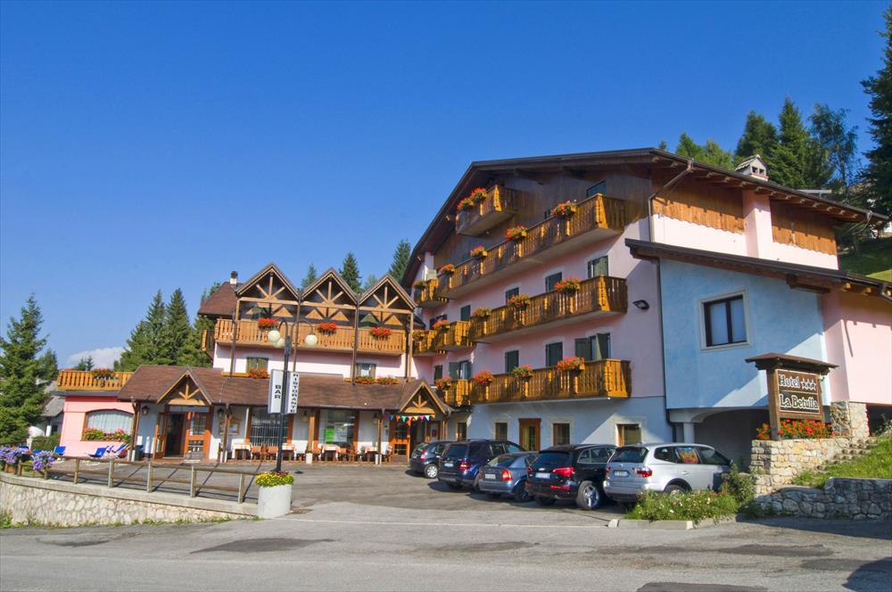 Monte Baldo hotel per bambini: Family hotel La Betulla, esterno estate