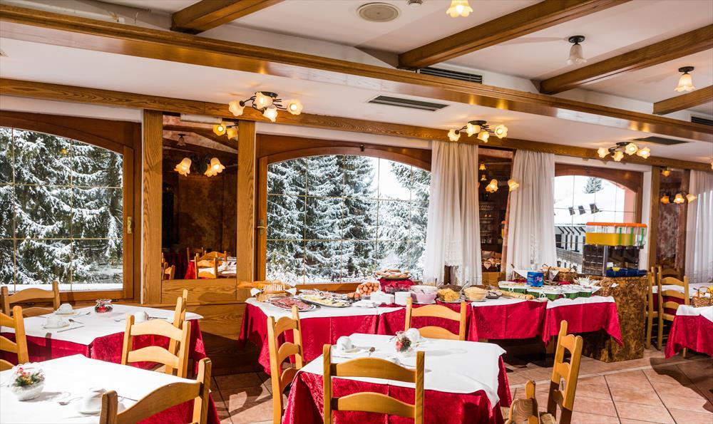 Monte Baldo hotel per bambini: Family hotel La Betulla ristorante inverno