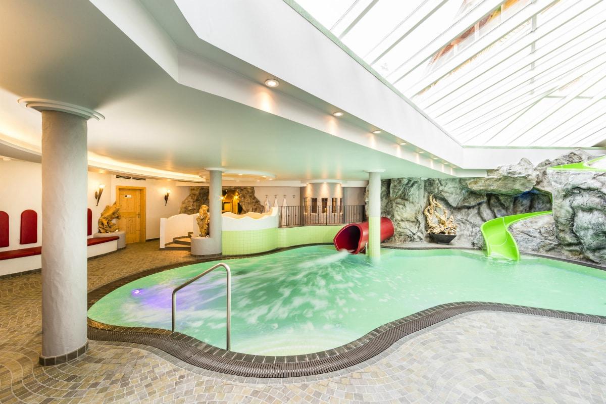 Family hotel in alto adige schneeberg family resort spa - Villaggi in montagna con piscina ...
