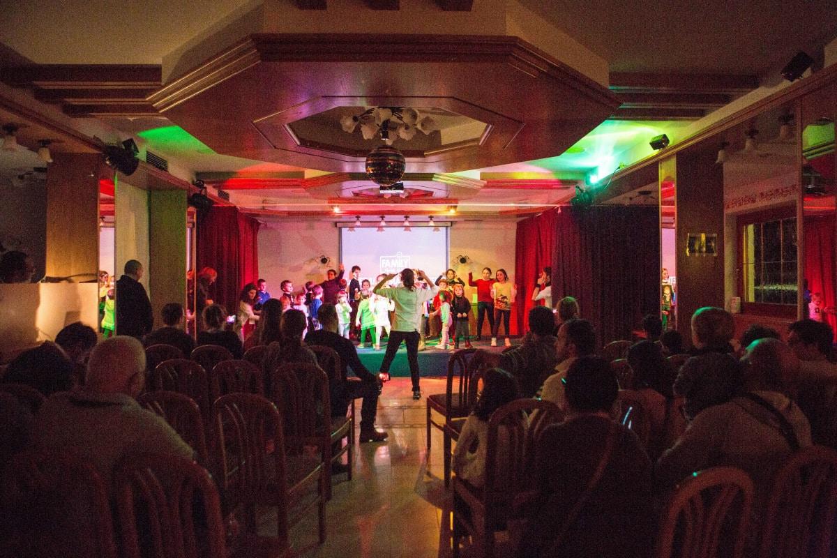 Monte Baldo hotel per bambini: Family hotel La Betulla, teatro