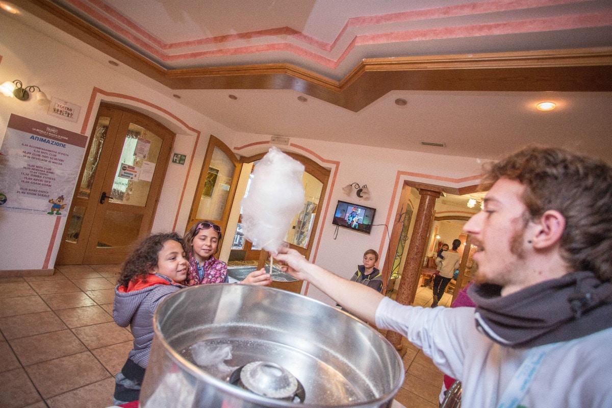 Monte Baldo hotel per bambini: Family hotel La Betulla, zucchero filato