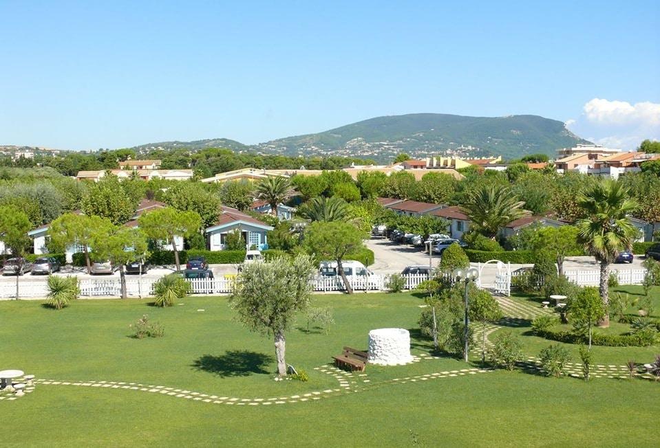 Villaggio a Numana per famiglie, Centro Vacanze De Angelis, nel verde