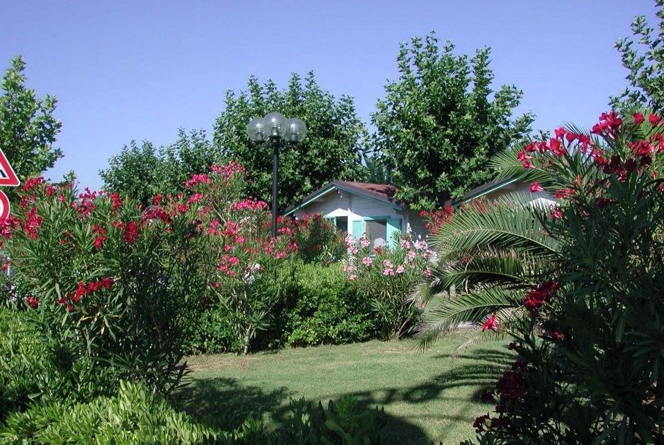 Villaggio a Numana per famiglie, Centro Vacanze De Angelis, alloggi nel verde