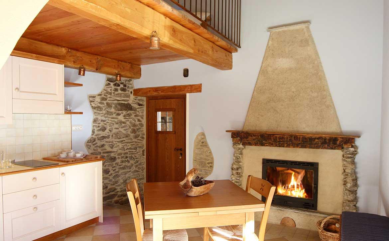Baite in Piemonte per vacanze: Borgata Sagna Rotonda, camino