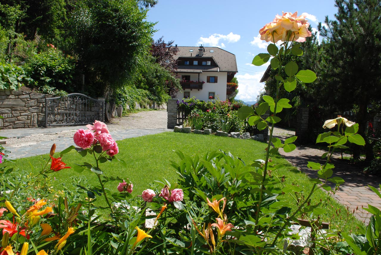 Agriturismo Alto Adige bambini - Residence fattoria Obermoarhof, giardino