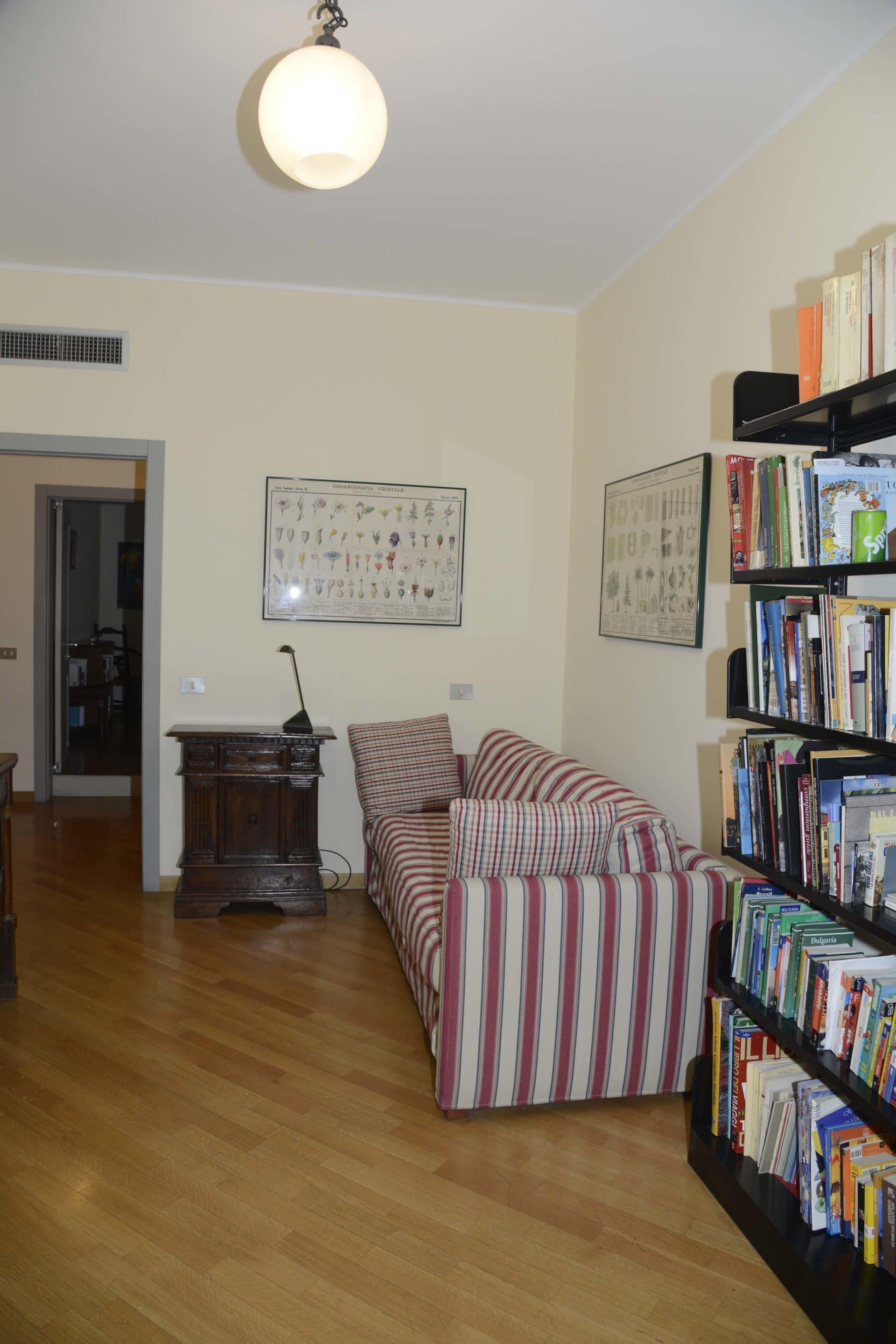 Appartamento per vacanze a Milano, Le stanze di Alice, libreria