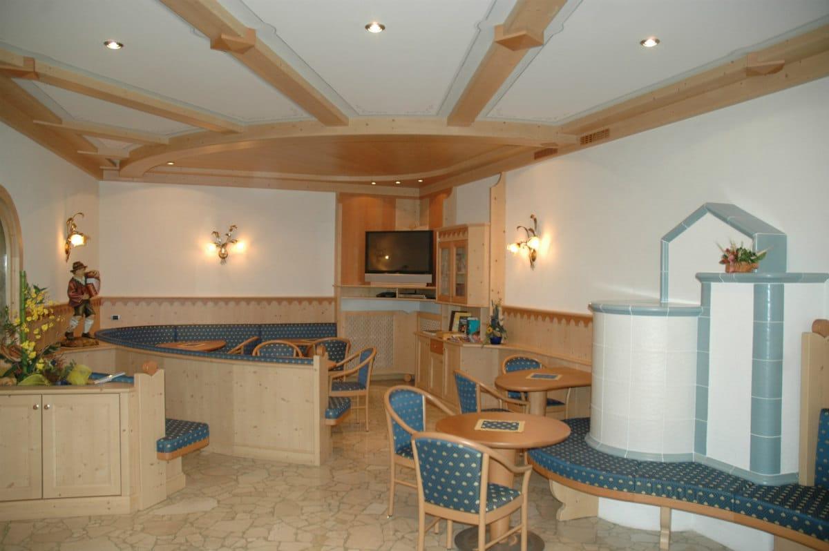 Hotel per famiglie in Val di Fiemme, Albergo al Cervo a Tesero, sala tv