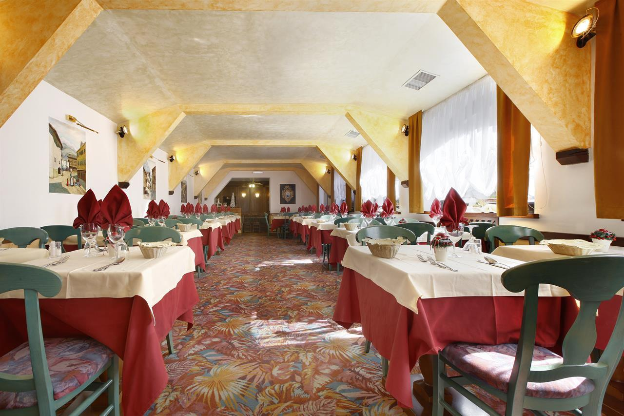 Hotel a Predazzo per famiglie - Hotel Touring, sala ristorante
