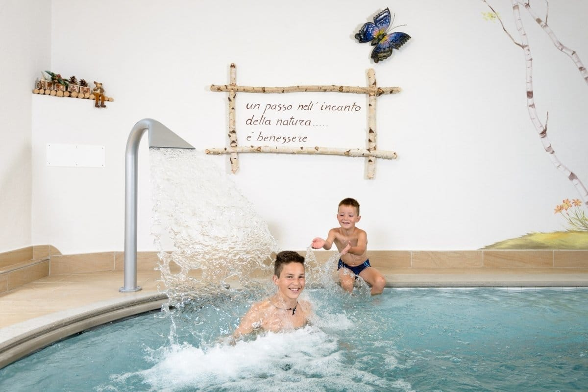 Residence in val di fiemme con piscina residence mich familygo - Residence con piscina ...