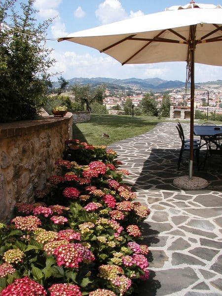 Agriturismo per famiglie in Umbria Casale degli Olmi scorcio esterno