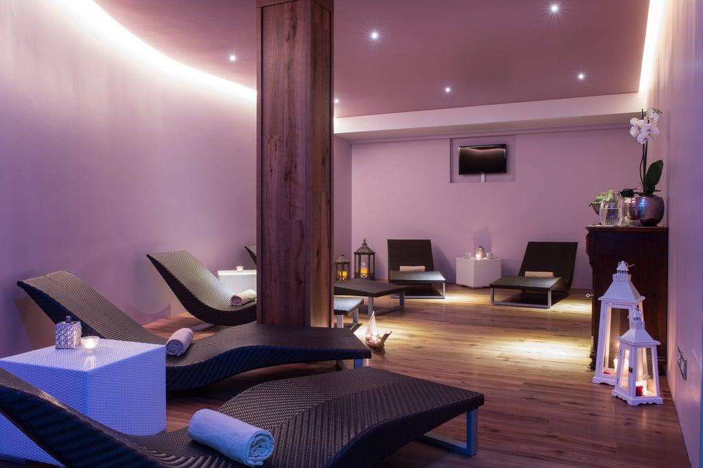 Hotel resort per famiglie valle di assisi hotel spa for Salon familial