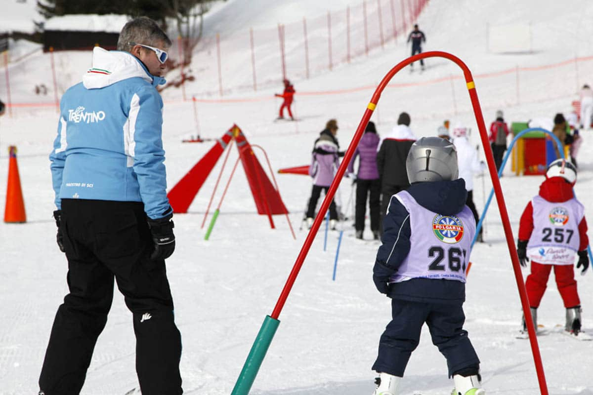 trentino-alpe-cimbra-inverno-bambini-scuola-sci