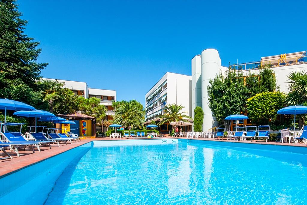 Hotel per bambini in abruzzo sul mare residence hotel paradiso - Campeggi con piscina marche ...