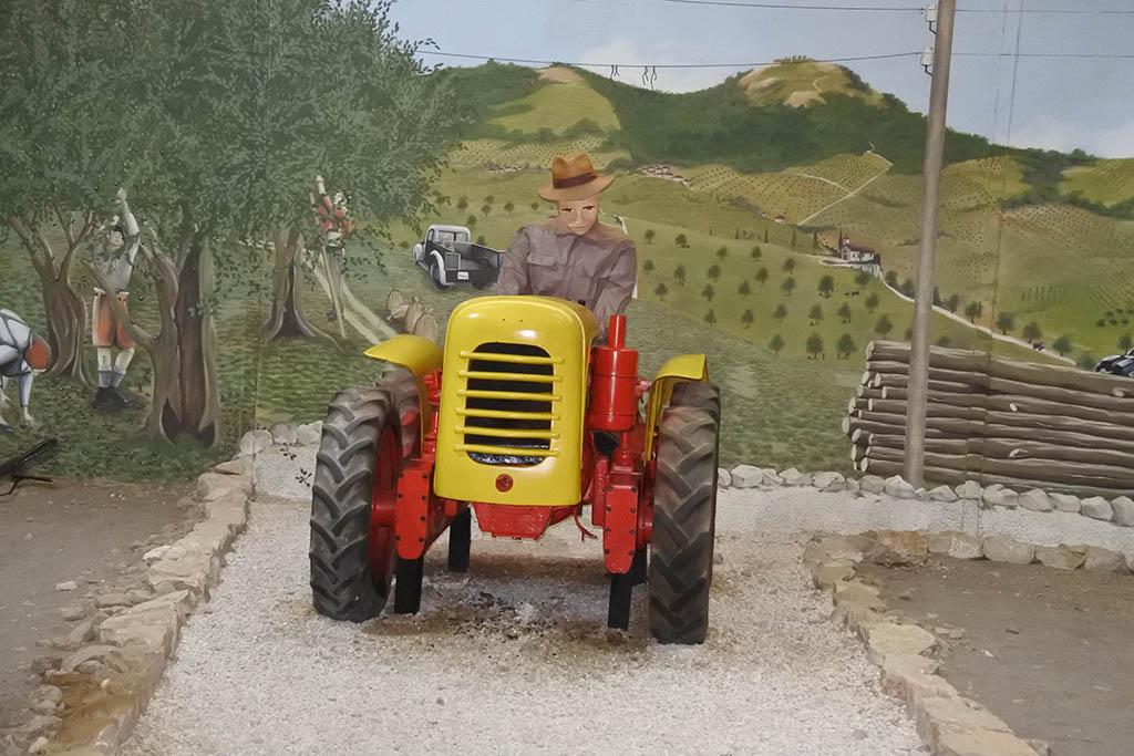 Parco Museo Piana delle Orme a Latina, trattori