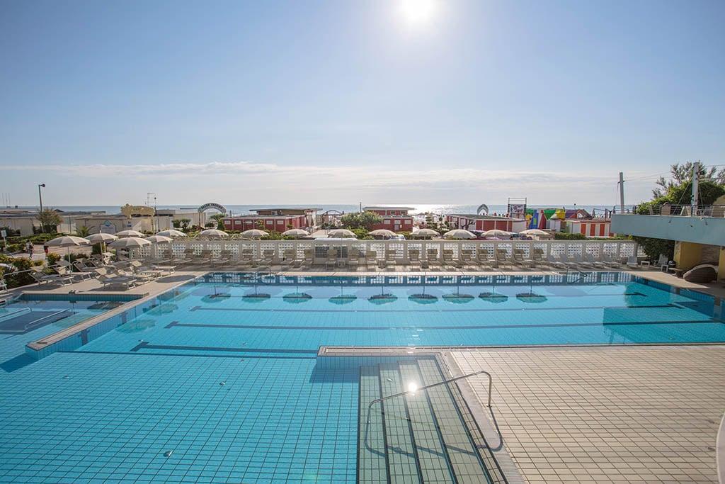 Resort per famiglie a milano marittima hotel le palme 4 stelle familygo - Hotel con piscina milano ...