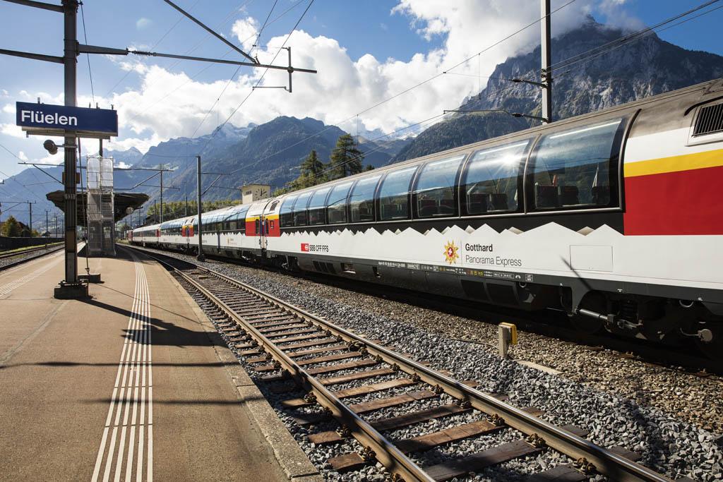 Impressionen des neuen Gotthard Panoramazuges aufgenommen fuer die SBB, am Montag, 3. Oktober 2016 auf der alten Gotthardstrecke. (KEYSTONE/Dominik Baur)