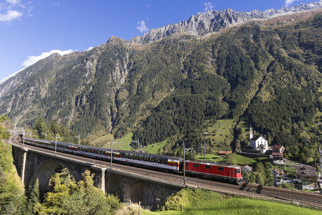 Gotthard Panorama Express bei Wassen, Zentralschweiz / Gotthard