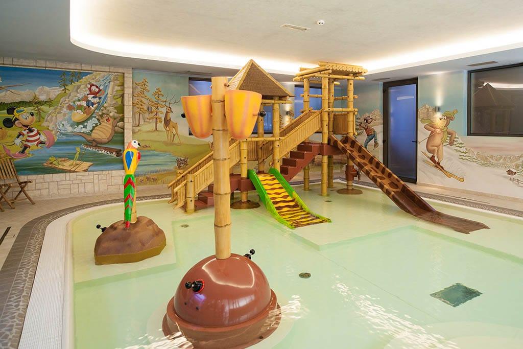 Hotel per bambini in val di sole alpholiday dolomiti wellness fun - Hotel piscina coperta bambini toscana ...