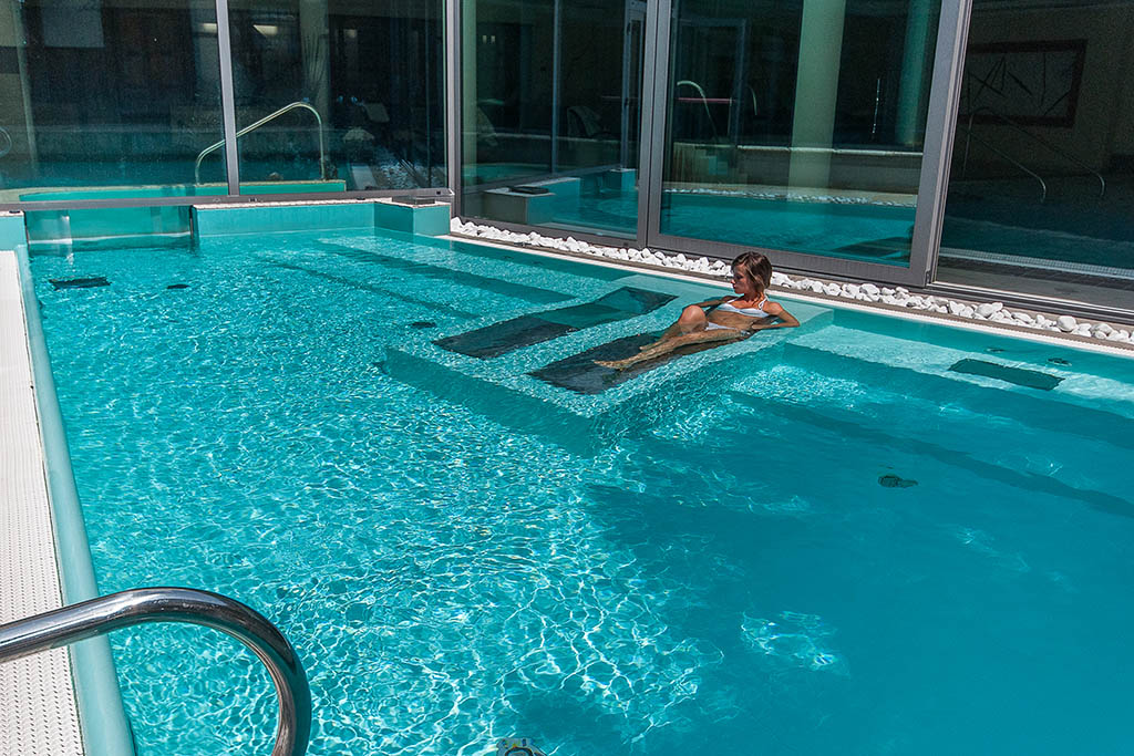 Hotel per bambini in val di sole alpholiday dolomiti - Hotel montagna con piscina esterna riscaldata ...