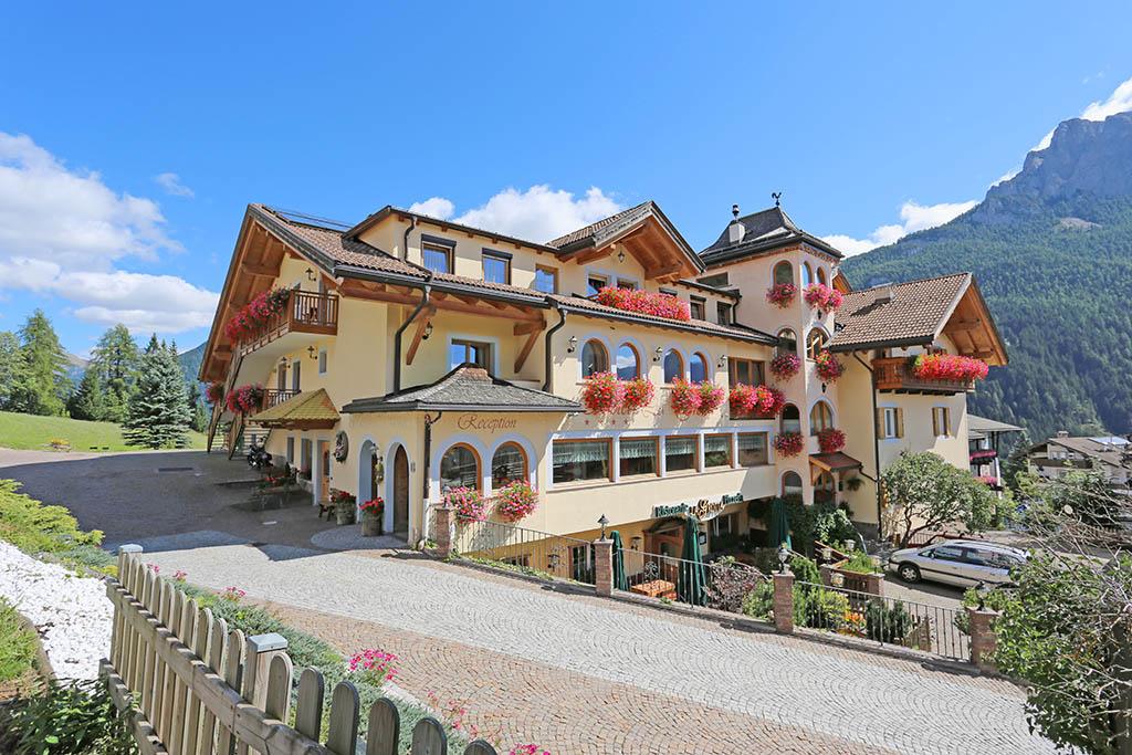 Hotel per famiglie in val di fassa hotel la grotta familygo for Family hotel dolomiti
