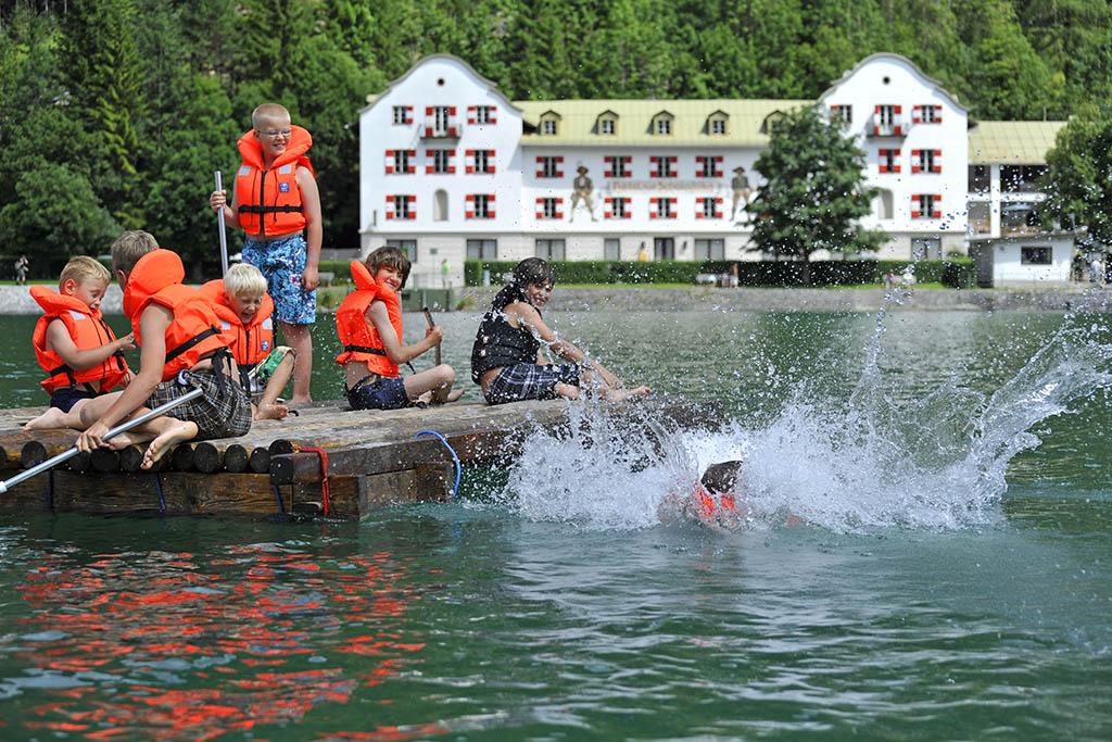 autria-tirolo-achensee-Kinderprogramm_Flossfahrt-AchenseeTourismus