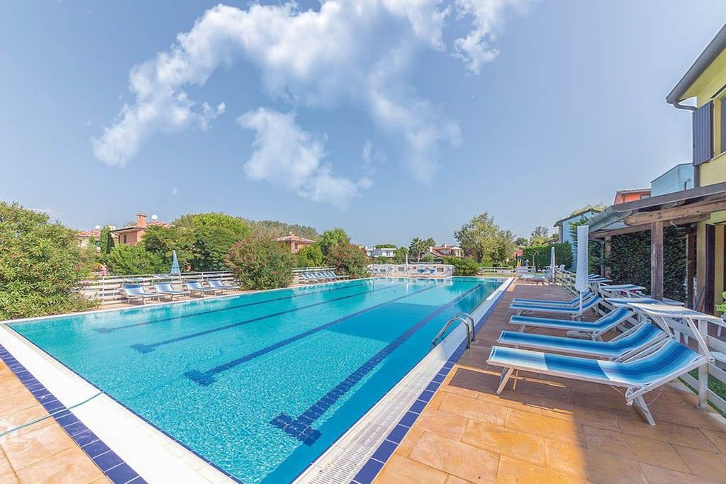 Case vacanza Albarella, case con piscina comune